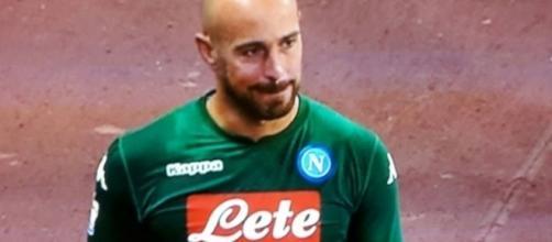 Pepe Reina al PSG? Il portiere azzurro avrebbe detto addio ai tifosi dopo Napoli-Atalanta.