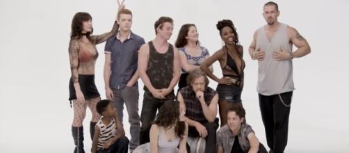 """""""Shameless"""" cast all set for season 8. [Image via Youtube/Showtime]"""