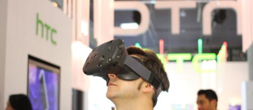 Will HTC sell off Vive to make up losses incurred in its smartphone business? / Photo via Maurizio Pesce, Flickr