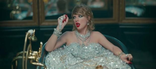 Taylor Swift is clapping back at all her haters in her latest music video. (image source: YouTube/TaylorSwiftVEVO)