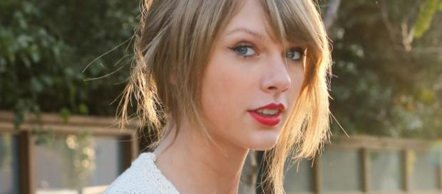 Taylor Swift photo via Twitter