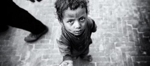 Cada día va en aumento el número de infantes pidiendo dinero o comida en las panaderías.
