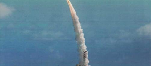 https://upload.wikimedia.org/wikipedia/commons/e/e5/Sprint_missile_maneuvering_after_launch.jpg