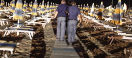 polacca stuprata dal branco in spiaggia a Rimini