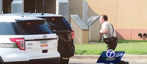 Police respond to shooting incident at a library in Clovis, New Mexico [Image: YouTube/KOAT]