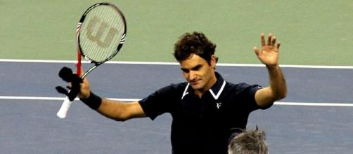 Roger Federer waiving, The Cosmopolitan of Las Vegas, https://commons.wikimedia.org/wiki/File:Roger_Federer_at_the_2010_US_Open_07.jpg