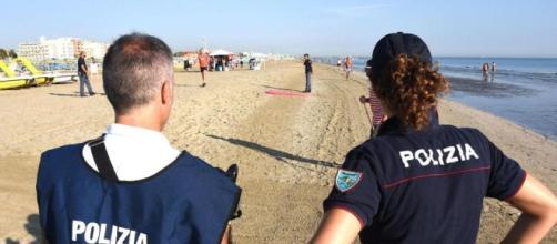 Stupro di Rimini, la polizia stringe il cerchio attorno a 15 nordafricani