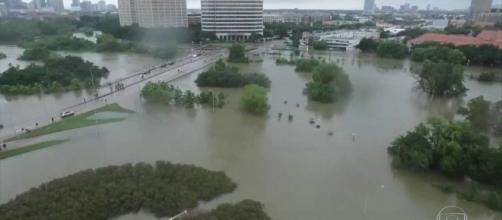 Tempestade tropical Harvey, destruindo a cidade de Houston.