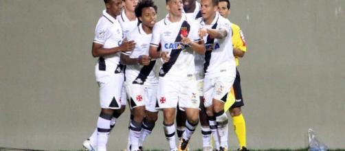 Vasco da Gama: jogadores comemorando gol