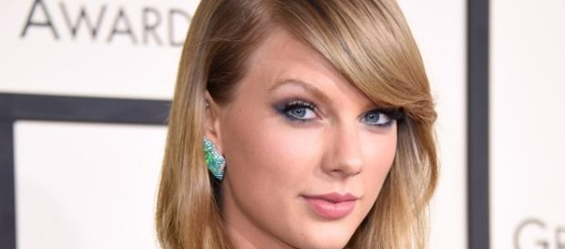 Taylor Swift Sends Sweet Note, Flowers to Fan for Graduation - Us ... - usmagazine.com