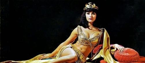 Cleopatra tuvo unos cuantos esposos... Y un primer amor.