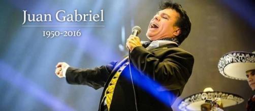 Fallece Juan Gabriel a sus 66 años de un infarto.