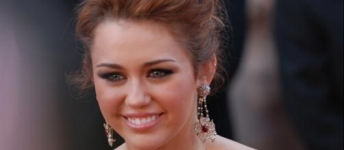 Miley spoke with Cosmopolitan about Liam and her parents' marriage advice - Image by Sgt. Michael Connors, U.S. Army