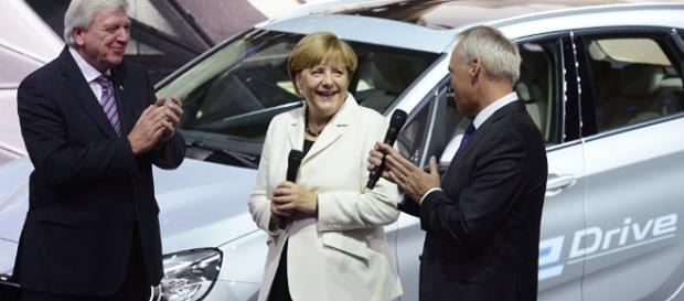Carmakers Offer To Overhaul 5 Million Polluting Diesel Cars In Germany - sbdirtysouthsoccer.com