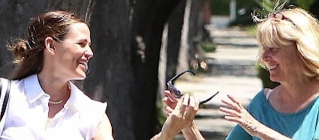 Jennifer Garner spending quality time with Ben Affleck's mom in Los Angeles. Image via YouTube/NewTopShobiz