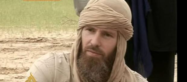 Photo Stephen McGowan during his captivity with al Qaeda [Image: YouTube/ Al Jazeera English]