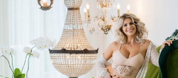 Prestes a dar a luz, Karina Bacchi opta por produção independente