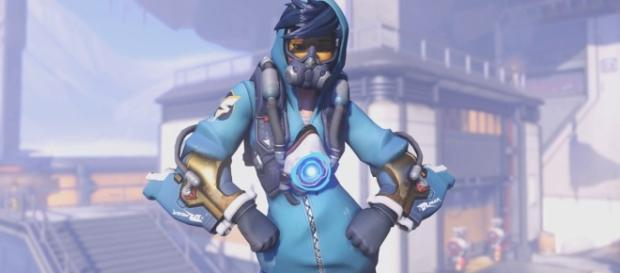 The Graffiti Tracer skin from the 'Overwatch' Anniversary event. (image source: YouTube/ModKipod)