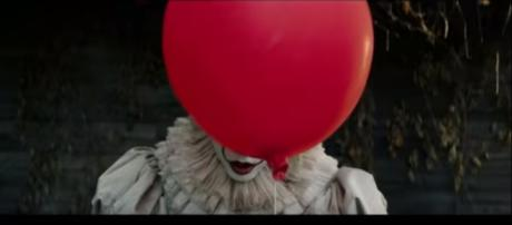 Fans want the addition of Pennywise from Stephen King's 'It' as the 9th killer in 'Dead by Daylight' in time for Halloween. WB Pictures/YouTube