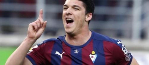 Ander Capa celebrando un gol con el Eibar. (vía web - blogspot.com)