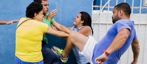 Briga entre militantes do PSDB no diretório do Tatuapé, Zona Leste de São Paulo, nas prévias municipais de 2016 (Foto: Adriano Vizoni/Folhapress)