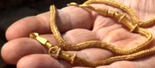 Collar de oro encontrado en el sitio arqueológico de Heraclea Síntica
