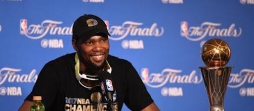 "Golden State Warriors star Kevin Durant is embracing the ""cupcake"" name for a new Nike sneaker. [Image via CBS Sports/YouTube]"