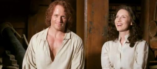 Sam Heughan and Caitriona Balfe's characters were reunited again for a steamy photo shoot. Photo by OUTLANDER BARCELONA/YouTube Screenshot
