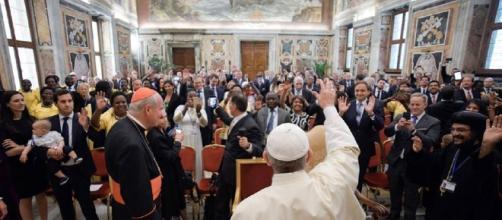 Sean Spicer finally meets Pope Francis - (Photo: Vatican Radio - Facebook)