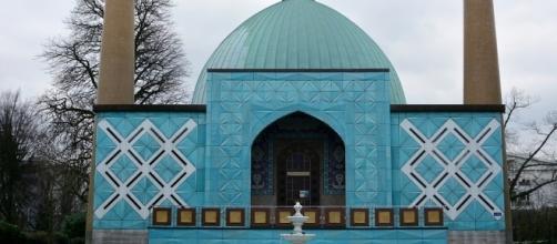 Shia Mosque called Blue Mosque. Photo-pixabay.com/en/hamburg-blue-mosque-on-the-alster-1184557/