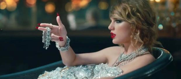 Taylor Swift in her new music video. (image source: YouTube/TaylorSwiftVEVO)