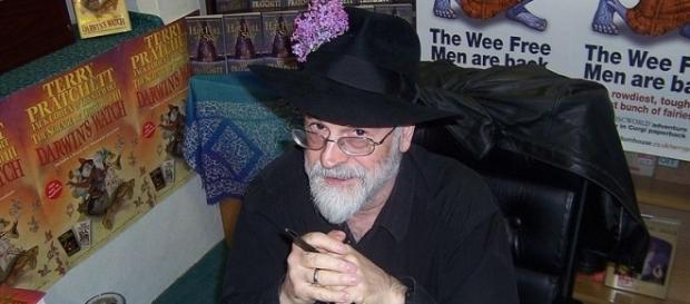 The unfinished work of the late fantasy author Terry Pratchett was destroyed by steam roller [Image: Wikimedia by Myrmi/CC BY-SA 2.0]