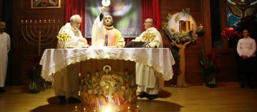 l'ex parroco Don Salvatore De Pascale vittima del primo attentato incendiario
