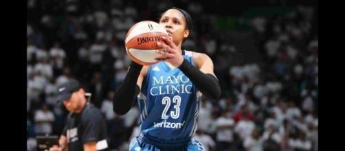 Maya Moore's 18 points helped lead the Minnesota Lynx to their 25th win of the season. [Image via WNBA/YouTube]