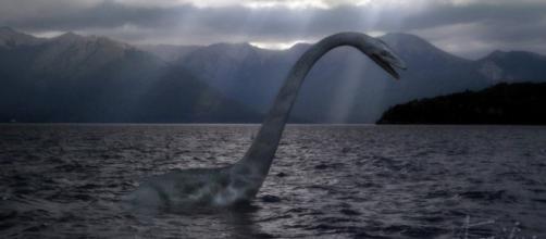 Recreación del monstruo del lago Ness | Créditos: El Souvenir - elsouvenir.com