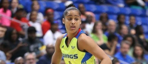 Skylar Diggins-Smith recorded 28 points and eight assists as the Wings clinched a playoff spot on Wednesday night. [Image via WNBA/YouTube]