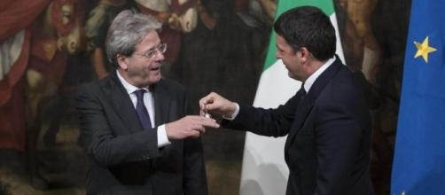 Visti gli ultimi sondaggi, Gentiloni potrebbe decidere di non riconsegnare la campanella di Palazzo Chigi a Renzi