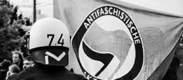 Antifa banner/Flickr/https://www.flickr.com/photos/gonzo_photo/4067870123