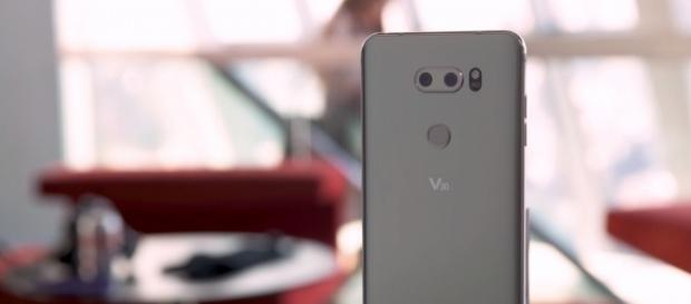 IFA 2017 LG V30 (The Verge/YouTube Screenshot) https://www.youtube.com/watch?v=QGj25GWd_a0