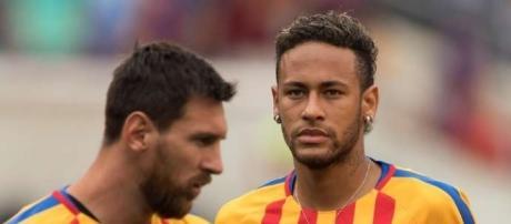 Leo Messi y Neymar durante un calentamiento