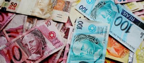 Dólar pode fechar 2017 a R$ 3,25 e 2018 a R$ 3,40 - Crédito da imagem: www.globo.com