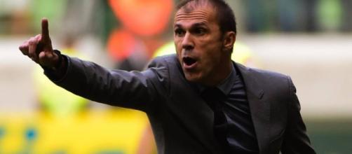 Milton Mendes, técnico do Vasco, fala sobre solução para o time