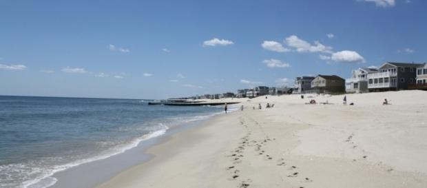 A 30-year-old woman's body was found buried in a Maryland beach. [Image via Flickr/Ben Ferenchak]