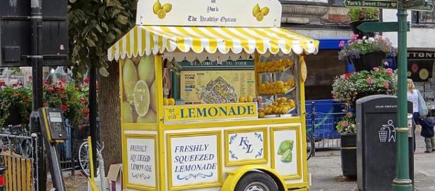 Lemonade Stand courtesy of Pixabay