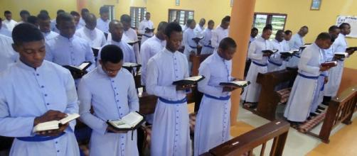 Assalto armato in Nigeria duarnte una messa, 100 fra morti e feriti