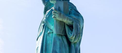 http://www.publicdomainpictures.net/pictures/170000/velka/statue-of-liberty-1462950875ojI.jpg