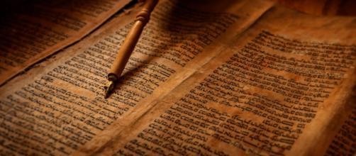 La biblia es un documento de estudio histórico.