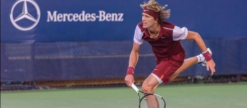 Zverev serving / Steven Pisano, https://commons.wikimedia.org/