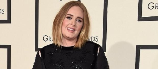 Adele é muito solidária e adora ajudar os outros (Foto: Getty Images)