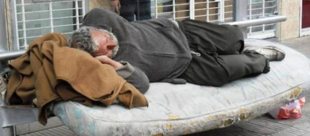 Crecen las agresiones a personas sin hogar